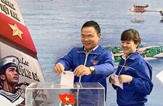 """Jóvenes hanoyenses apoyan al Fondo """"Por el mar y las islas de Vietnam"""""""