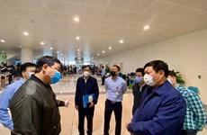 Inspeccionan prevención de COVID-19 en el aeropuerto internacional de Noi Bai