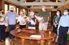 Turistas extranjeros completan periodo de cuarentena en provincia vietnamita de Thua Thien - Hue