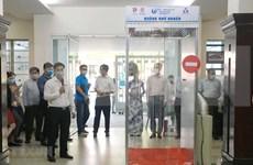 Crean en Vietnam cámaras móviles que permiten desinfectar el cuerpo en 30 segundos