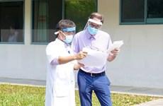 Dan de alta a paciente británico de COVID-19 en provincia central de Vietnam