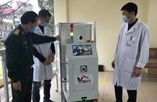Vietnam por emplear robot de transporte en áreas de cuarentena