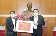 Frente de la Patria de Vietnam recibe apoyo financiero dedicado a la lucha contra COVID-19