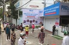 Reparten en Ciudad Ho Chi Minh arroz gratuito para asistir a los afectados por COVID-19