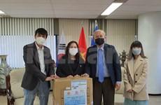 Donan mascarillas a vietnamitas residentes en Corea del Sur