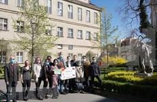 Vietnamitas en República Checa contribuyen a la lucha contra pandemia del gobierno local