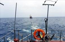 Vietnam rescata a marinero filipino accidentado en el mar
