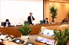 Autoridades de Hanoi dialogan con empresas