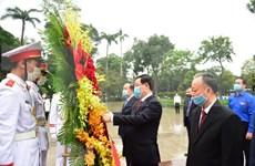 Autoridades de Hanoi rinden homenaje a Lenin en aniversario 150 de su natalicio