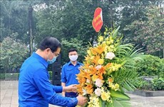 Jóvenes de Hanoi rinden homenaje a Lenin
