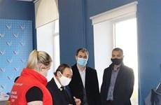 Vietnamitas donan mascarillas a amigos rusos
