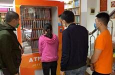 """Acoge Hanoi al primer """"cajero automático"""" de libros"""
