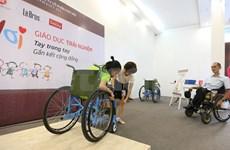 Entregan sillas de ruedas a discapacitados en provincia sureña de Vietnam