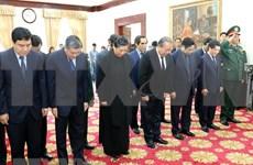 Rinde delegación de alto nivel de Vietnam homenaje póstumo a expremier de Laos