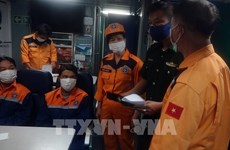 Rescatan a siete pescadores vietnamitas de barco hundido