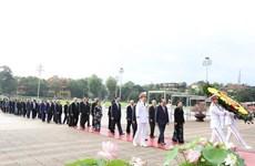 Dirigentes de Vietnam rinden tributo al Presidente Ho Chi Minh en ocasión de su natalicio