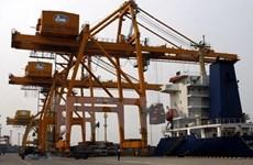 Puerto vietnamita de contenedores recibe a barco superpesado