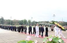 Rinden homenaje al Presidente Ho Chi Minh en ocasión del 130 aniversario de su natalicio