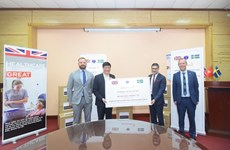 Dona empresa británica 400 mil mascarillas sanitarias a Vietnam