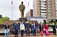 Comunidades vietnamitas en Rusia y Argelia conmemoran aniversario 130 del natalicio de Ho Chi Minh
