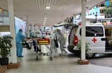Traslado el paciente más grave en Vietnam, tras 6 veces dar negativo por coronavirus