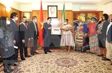 Embajada vietnamita en Sudáfrica ayuda a pobladores locales frente al COVID-19