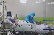 Sale del coma paciente más grave de COVID-19 en Vietnam