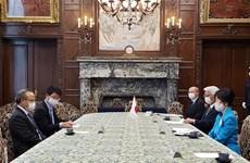 Titular del Legislativo japonés alaba esfuerzos de Vietnam en lucha antipandémica