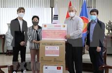 Gobierno vietnamita entrega mascarillas antibacterianas a compatriotas en Corea del Sur