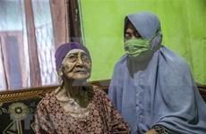 Mujer indonesia de 100 años se recupera de COVID-19