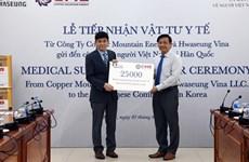 Entregan donación de empresas para vietnamitas en Corea del Sur contra el COVID-19
