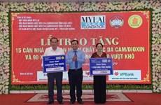 Fundación My Lai Peace presenta obsequios a víctimas del Agente Naranja en Vietnam