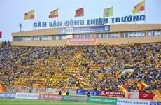 Reuters destaca el reinicio de liga de fútbol en Vietnam con multitudes