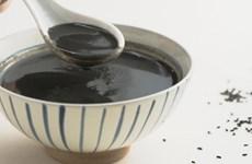 Dulce de sésamo negro de Hoi An deleita a comensales