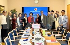 Gobierno de Vietnam ofrece mascarillas sanitarias a coterráneos en Suiza