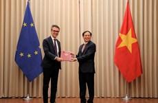Vietnam entrega a la UE notas diplomáticas sobre ratificación del EVFTA y EVIPA