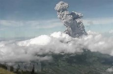 Indonesia emite máxima alerta de aviación tras la erupción del volcán Merapi