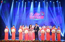 Honran a las personas en primera línea en la lucha antiepidémica en Vietnam