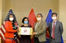 Embajada de Vietnam entrega mascarillas para apoyar a Washington en lucha contra el COVID-19