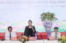 Presidenta del Parlamento de Vietnam participa en conferencia de consejos populares