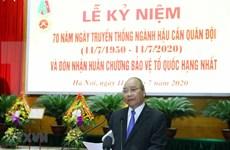 Premier de Vietnam asiste al aniversario del día tradicional del sector de logística militar