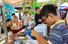 Diversas actividades para niños en la Calle de Libros de Hanoi