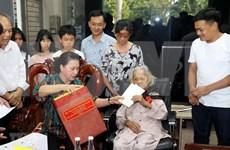 Visita máxima legisladora de Vietnam familias beneficiadas de políticas sociales