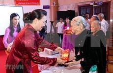 Honran en Vietnam aportes de mártires y familiares con méritos revolucionarios a salvaguardia nacional