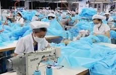 Empresa japonesa invierte en producción de trajes protectores en Vietnam