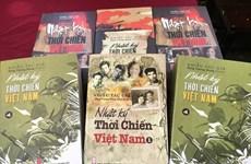 """Efectúan encuentro con autores de colección de libros """"Diario de tiempos de guerra en Vietnam"""""""
