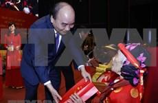 Premier de Vietnam honra a las madres heroicas nacionales