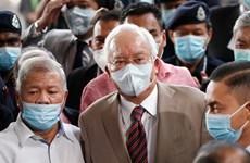 Condenan a ex primer ministro malasio a 12 años de cárcel