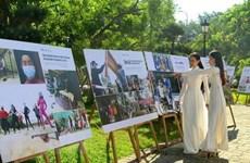 Inauguran exposición fotográfica sobre el control del coronavirus en Vietnam
