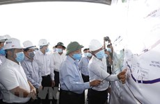Premier vietnamita inspecciona construcción de autopista Trung Luong-My Thuan